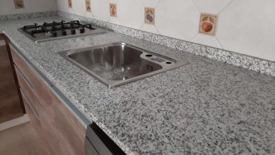 Granito Blanco Fortaleza como opción en blanco para mesadas de cocina