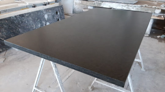 Granito Brasil Leather para mesadas y mesas