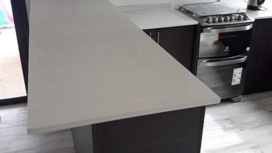 Estas mesadas de Stone Quartz en cocina te van a encantar